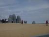 11 Hand in the Sand sculpture van Mario Lrarrazabal, Playa Brava, Punta del Este
