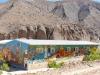 11 en vrolijk kleurige schooltje in zelfde dorpje op route 51
