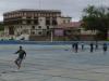 34 terug in Salta op de Camping met het enorme zwembad. Een groepje speelt er een partijtje voetbal