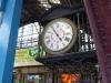 23 klok in treinstation, de tijd staat stil