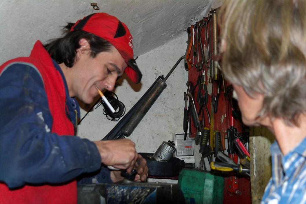 12 Juanito repareert onze linker buitenspiegel