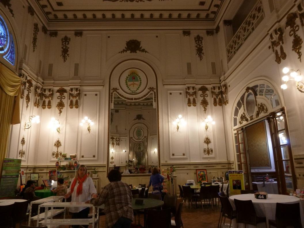 04 het prachtige historische gebouw wordt voor de komende dagen ingericht voor promotie en verkoop van handenarbeid en creatieve materialen