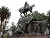 08 statig beeld, krijgsman, ruiter te paard met zwaard te vinden op bijna elk plein in elke grote stad