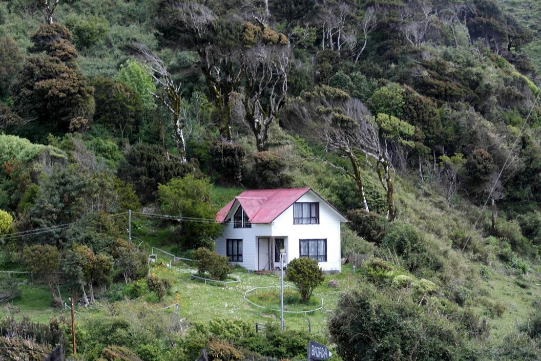07 huis aan de kustlijn - kustgebergte bij Islotes de Punihul