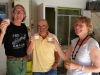 09 bij terugkomst worden we door vader Luis verwelkomd met zelfvervaardigd drankje, Cocktail Vino Blanco met Chirmolla fruit