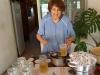 29 Nellie heeft veel plezier en geniet, vlierbloesem uit eigen tuin