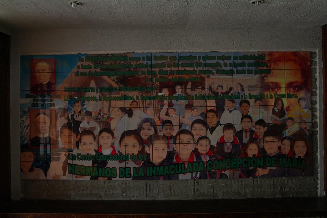 26 tegelplateau in de hal van de school San Antonio
