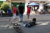07 gezellige sfeer in de binnenstad, streetdance, jongelui verdienen zo een extraatje