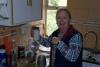 42 Anita zet op de Nederlandse manier koffie!