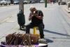 03 lunchen tussen de bedrijven door bij de haven van Valparaiso