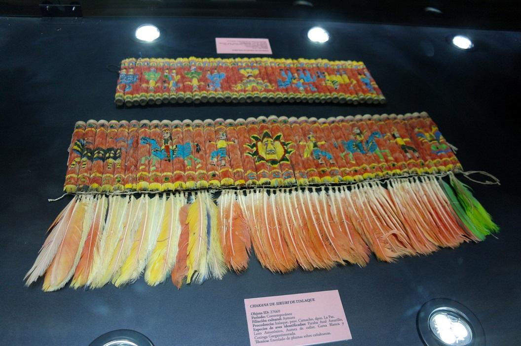 10 banden voor heup en taille tot in detail uitgewerkt met veren en veertjes in de natuurlijke kleur en vorm
