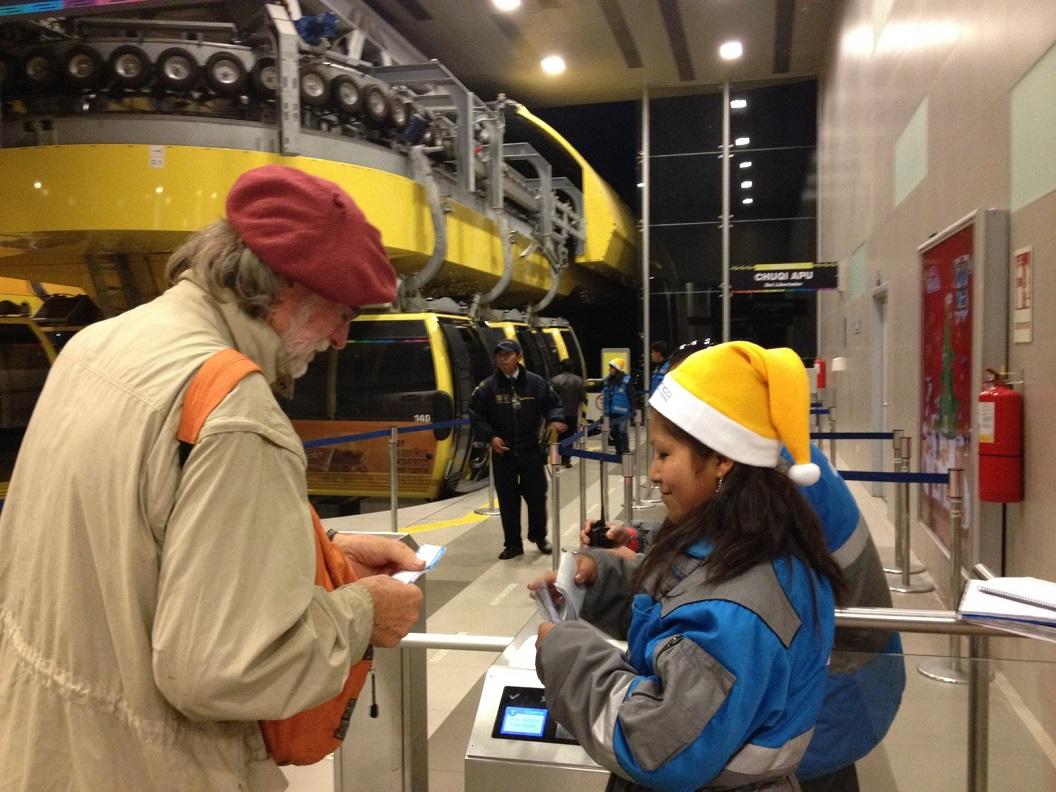 38 controle van tickets. De lijnen zijn gebouwd door het Oostenrijkse en Zwitserse Doppelmayr-Garaventa en verbinden onder andere de stad met El Alto