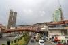 22 met SIGHTSEEING, een dubbeldekker, maken we een stadstour door de binnenstad van La Paz