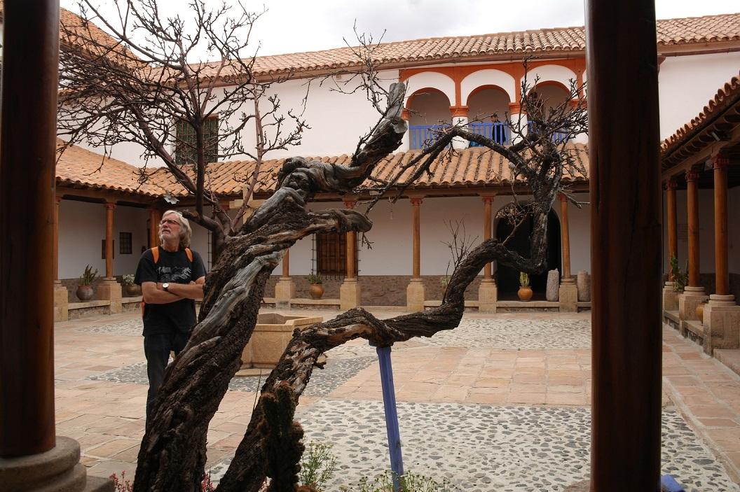 21 patio waar de oudste appelboom van Bolivia staat (350 jaar)