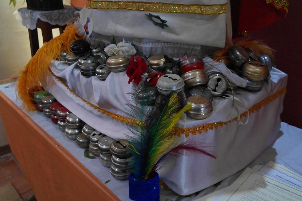 44 bellen en onderdelen jaarlijkse in gebruik tijdens processie door de stad