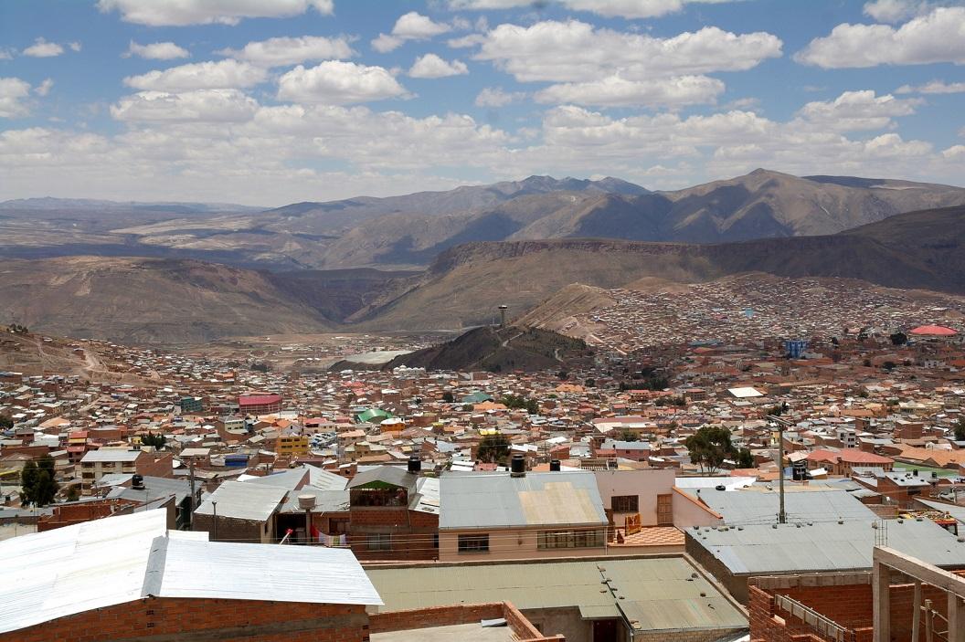 59 uitzicht over het mijnwerkersstadje Potosi