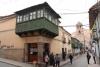 33 Calle Taria bekend om haar statige balkons. Tijdens de jaarlijkse processies werpt men vanuit het balkon giften, met hoop op zegening