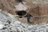 55 jonge mijnwerker an het werk