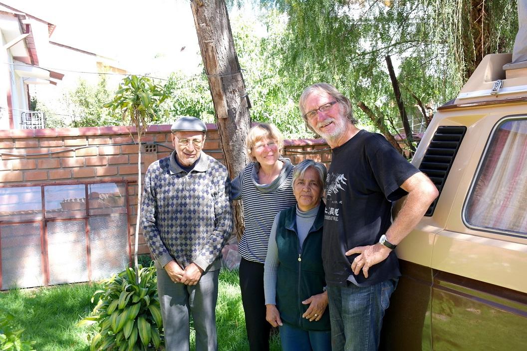 05 samen met Msc Alberto Teran Solis en Felicidad op de foto, eigenaars van een prachtige kleine en enigste Campingplaatsje in de binnenstad van Sucre, we boffen hen gevonden te hebben!