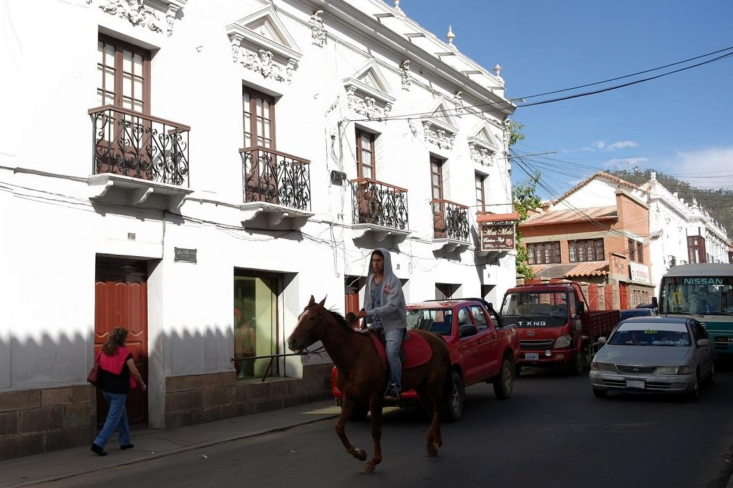 07 stadswandeling door Sucre, dat zijn schitterende uiterlijk dankt aan de Spaanse Kroon en rijke zilverbaronnen uit Potosi die in Sucre (bijnaam Ciudad Blanca) hun paleizen bouwden
