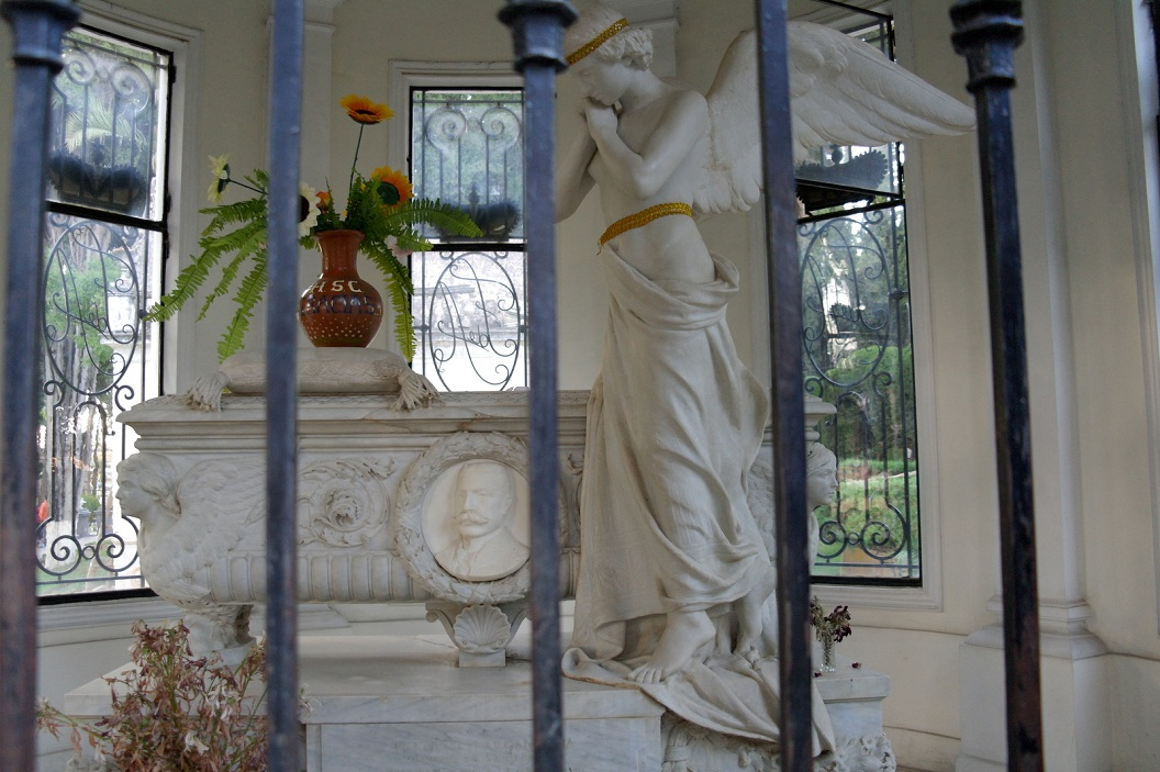 23 detail van mausoleum van 2e echtgenote van Gregorio Pacheco (ook kinderloos gebleven)