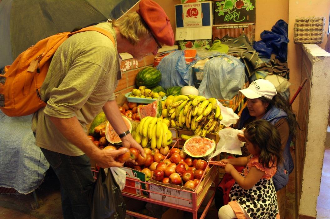 17 gezelligheid en fruitverkoop in Mercado Antofagasta, Uyuni
