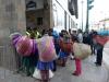 27 van heinde en ver komt men naar deze populaire kerstmarkt in Cusco, zowel om spulletjes te kopen als te verkopen