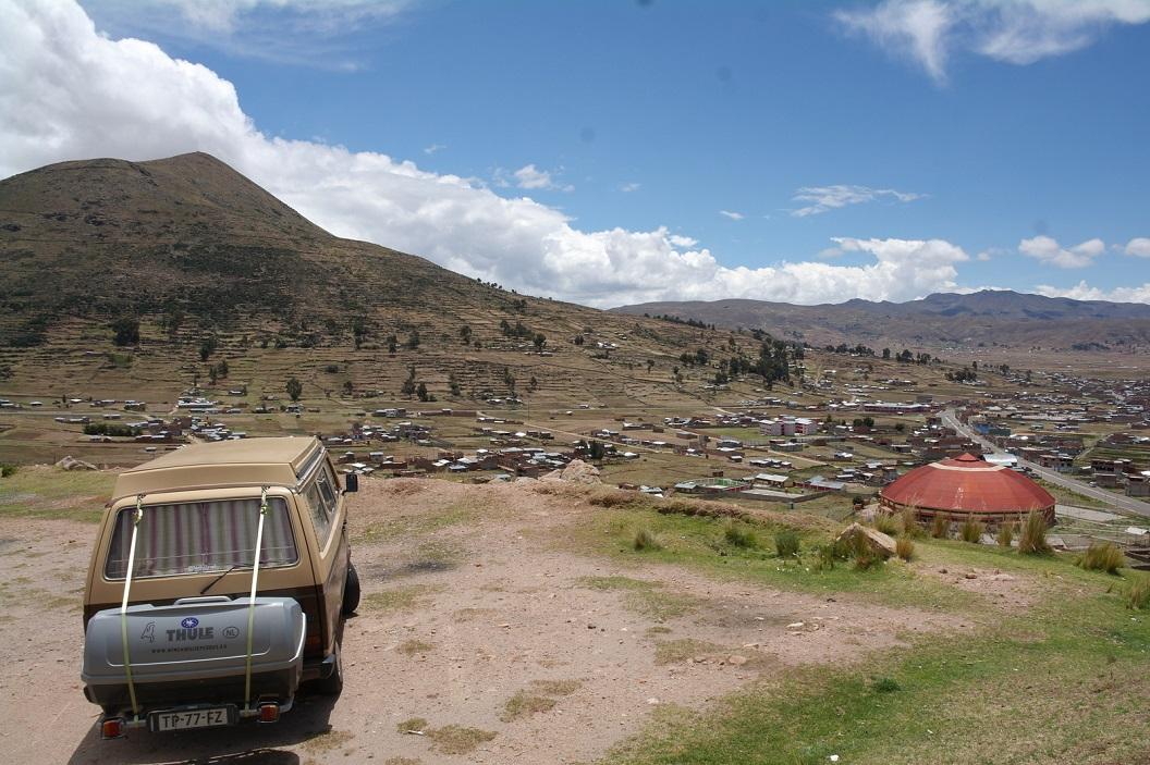 01 uitzicht op een van de plaatsjes (Llave) langs op weg naar Puno