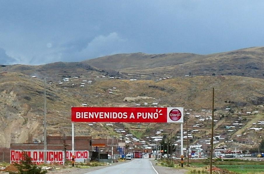 04 entree Puno, onze eerste stop in Peru, in Puno kunnen we onze autoverzekering voor Peru afsluiten