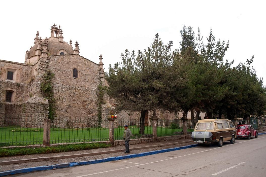 05 we blijven de nacht over in Juliaca en staan met ons busje naast Santa Catalina Church (Puno Cathedral)