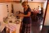 60 in de centrale keuken van het Hostel maken we ons ontbijtje klaar