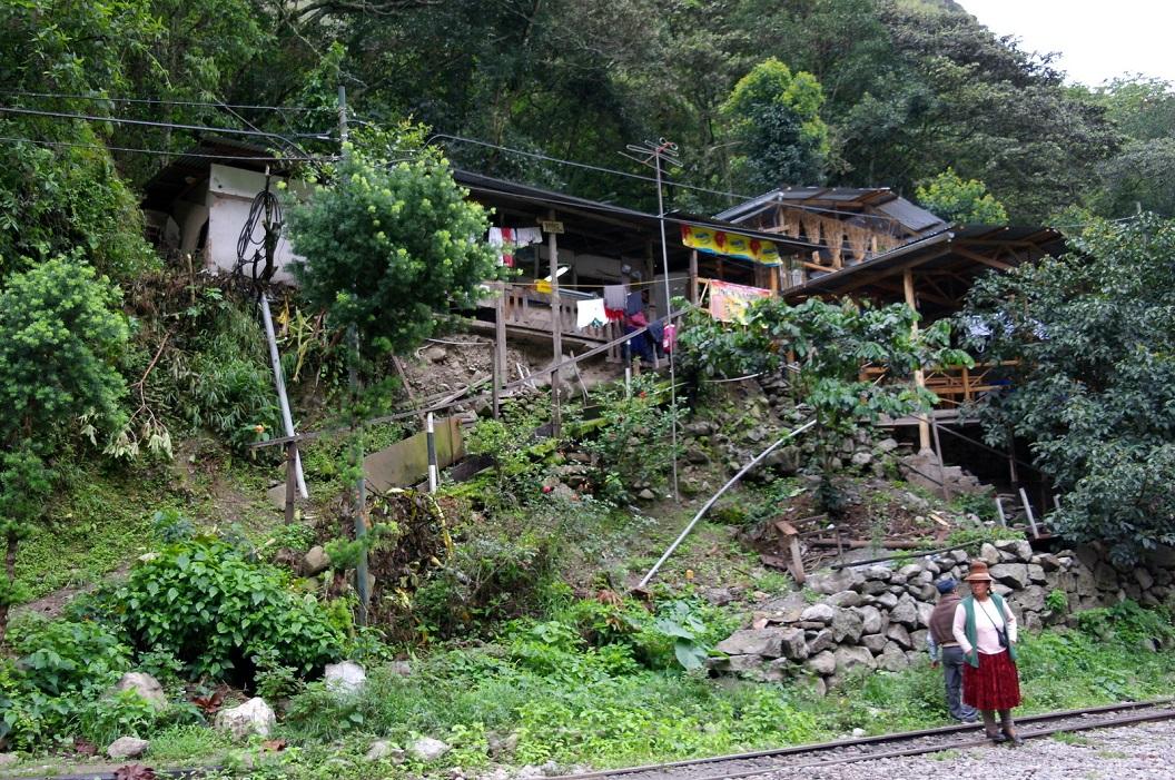 02 restaurantje bij het spoorwegstation Hidroelectrica