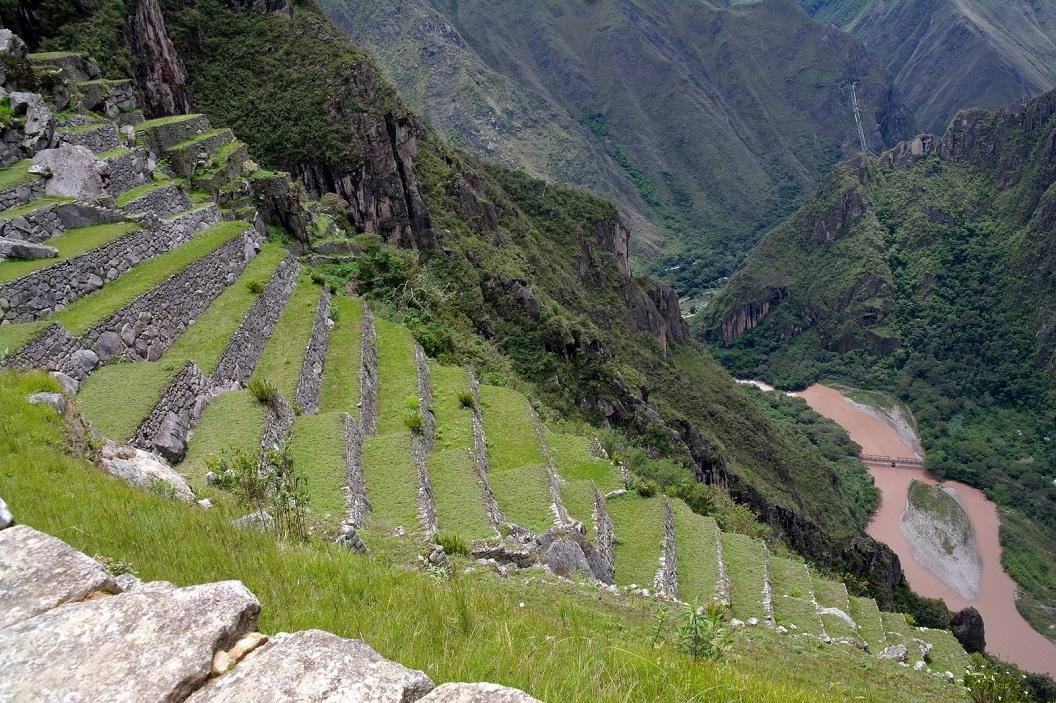 22 vanuit de terrassen zicht op de Urubamba River