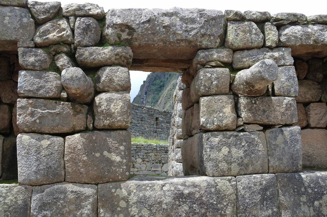 36 de huizen beschikken over weinig ramen, enkelen hebben een soort van uitstekend ronde roede waardoor mogelijkheid de opening af te sluiten
