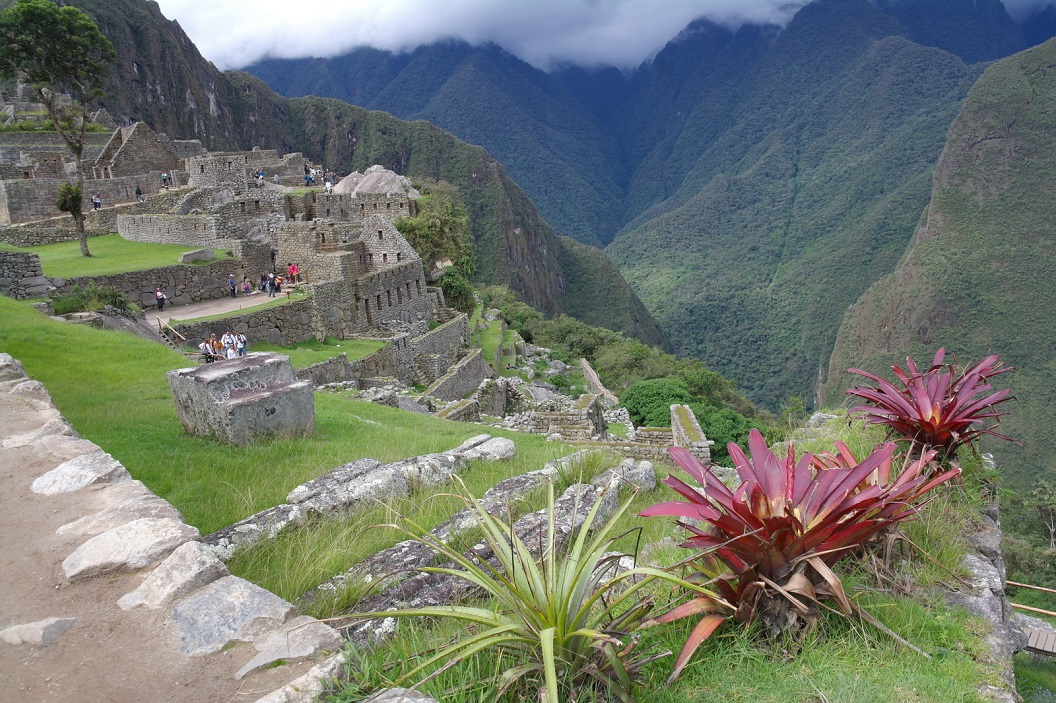 42 Machu Picchu gelegen op een unieke plek. Er konden rond de 750 personen in de stad verblijven.
