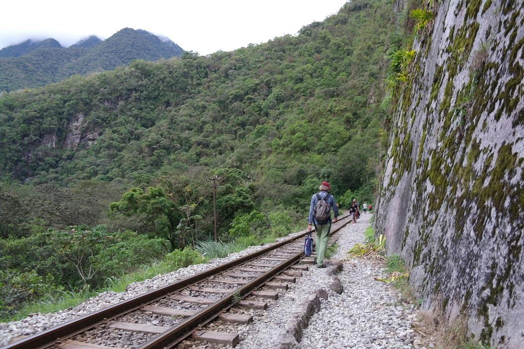 56 het gebied rondom Machu Picchu dorp ligt geïsoleerd van het landelijk wegennet, en is alleen bereikbaar per trein