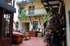 03 we ontmoetten in de ontvangstruimte Arishai en Viviana, zij logeren in het Hostel en nodigen ons uit samen met hun 12 pleeg pubers de kerstmaaltijd klaar te maken