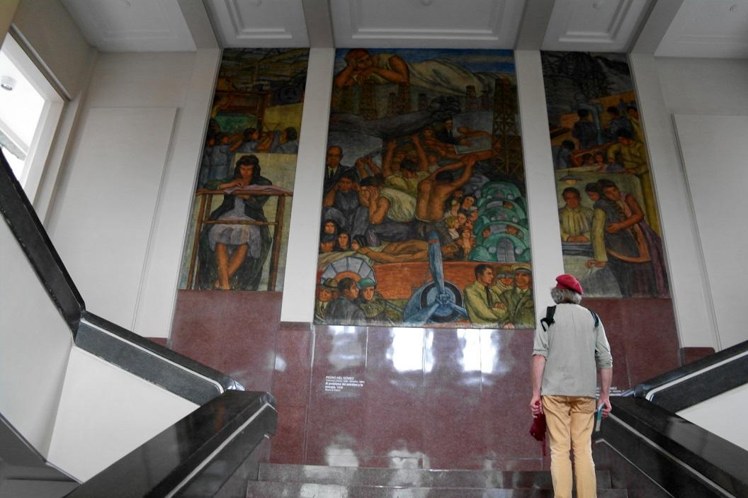 28 entree van Museo de Antioquia, bezoek aan het Museo de Antioquia, waarin de grootste collectie van openbare kunst in de regio, vele geschonken door of via Fernando Botero