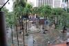 13 zicht op plein vanaf Metro station Parque Berrio in Medellin