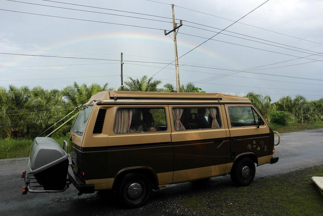 02 met de regenboog op weg naar de hoofdstad San José, Costa Rica SAM_4640