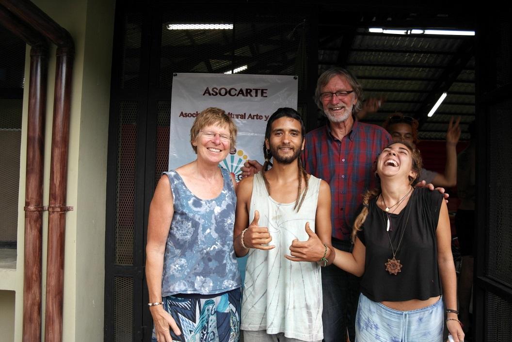 20 bij aankomst besluiten we deze dagen als deelnemer dit weekend mee te toe, Matias en Nelda uitgelaten SAM_4700