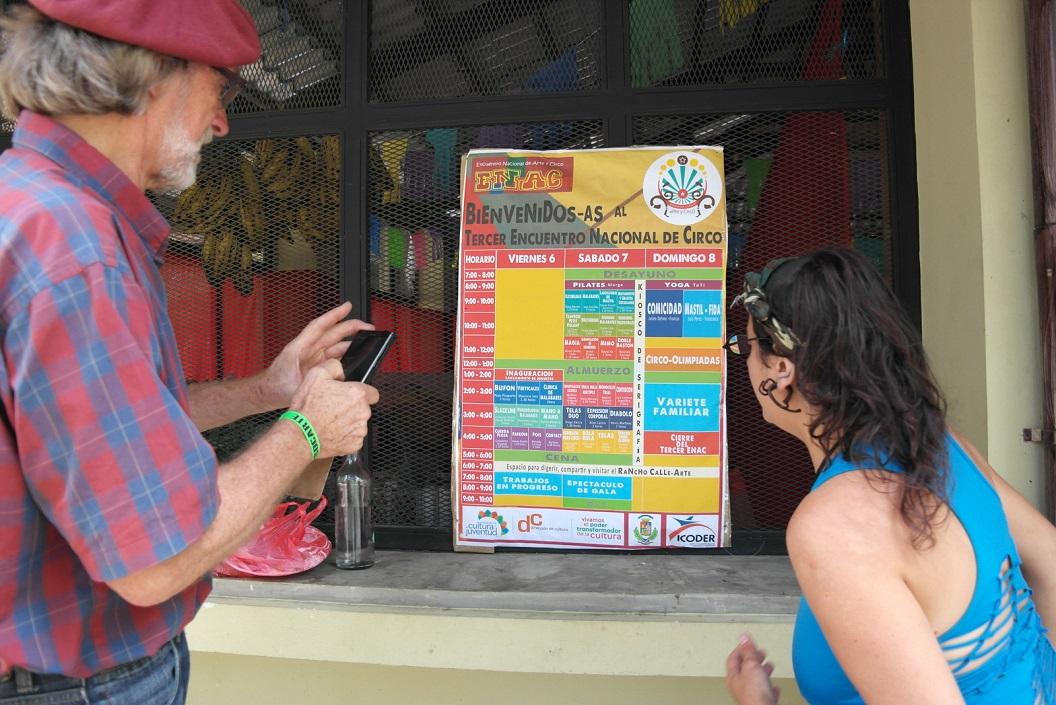 24 uitleg van programma door Ana Laura Rodrigues (soc. werkster met inheemse bevolkingsgroepen uit Mexico) SAM_4713