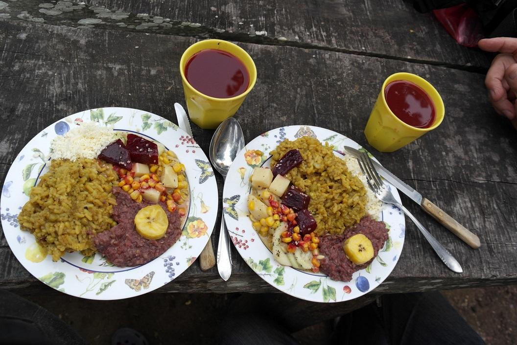 52 onze slotmaaltijd-risotto-mais met bambooscheuten-bonenpasta met banaan-komkommer-rode biet-geraspte kaasSAM_5015