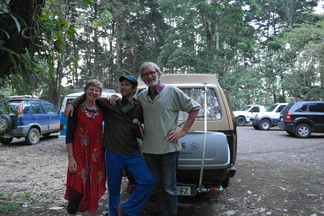 54 samen me Felipe voor de bus, wie weet zien we elkaar weer eens (Felipe woonde drie jaar in Arnhem) SAM_5016