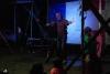26 danser Felipe nodigt vele gasten uit ten dans op het podium, zo ook Wim SAM_4817