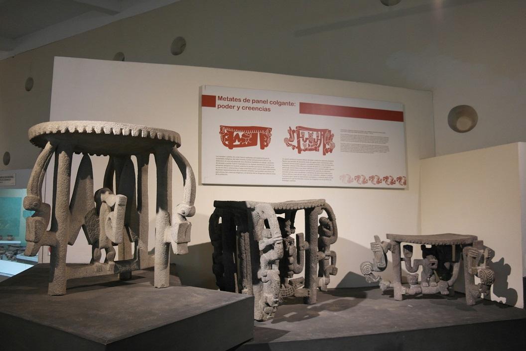 12 Stone metades as symbolic sculpture - grinding table - voor bereiding van voedsel - speciaal voor graan 500 B.C. - A.D.500 SAM_4742