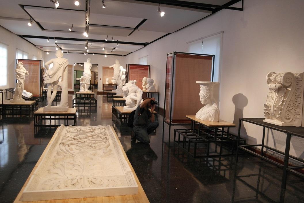 15 expositie met voorbeelden van prototypes voor kunstonderwijs uit Engeland en Italië SAM_4784-001