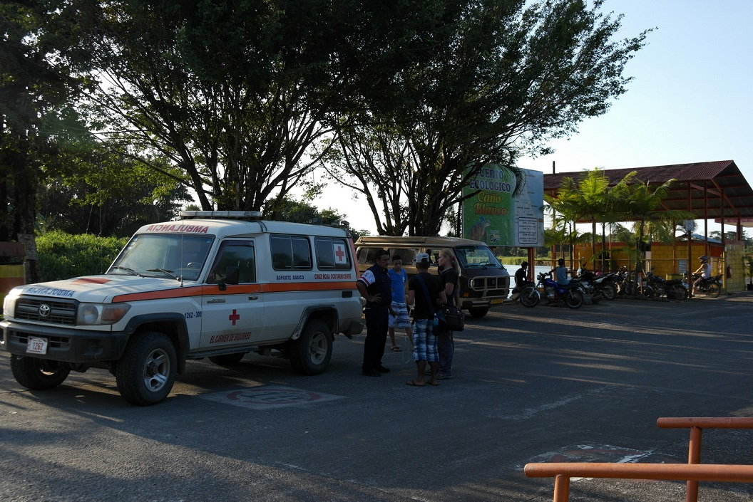 11 het haventje in Cano Blanco, ook het Rode Kruis speelt een actieve rol in deze regio SAM_5061