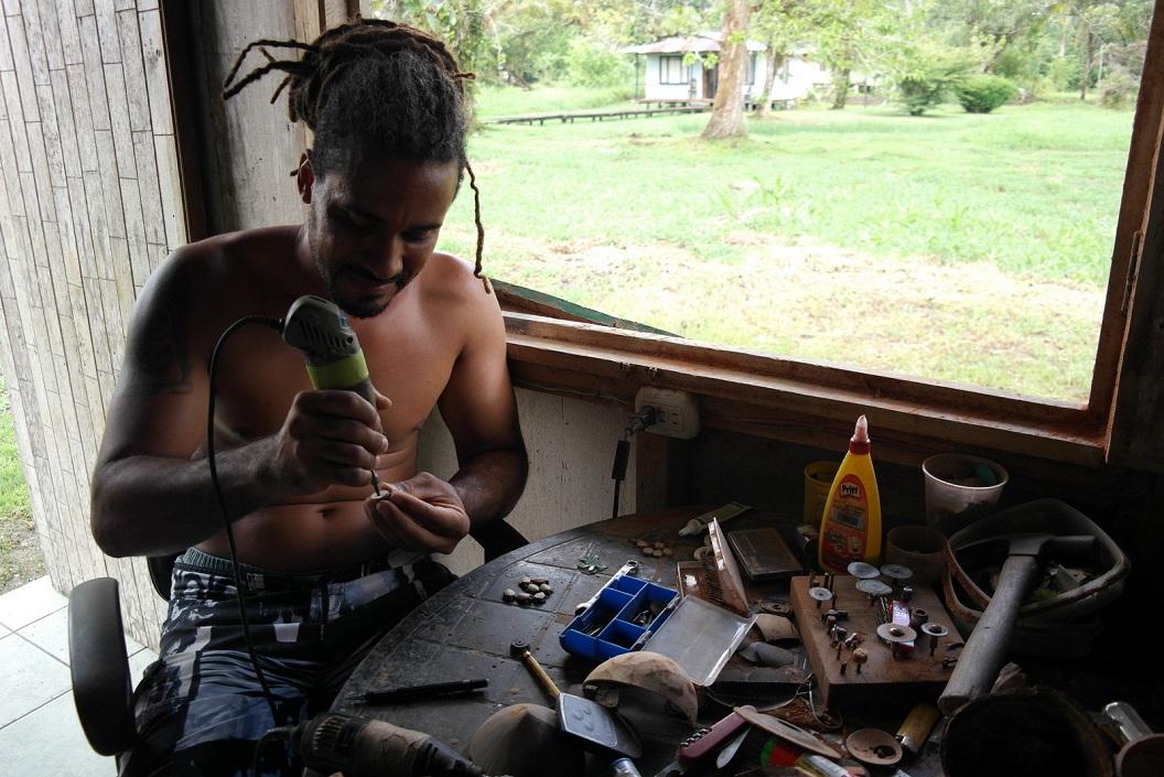48 Macko in zijn werkruimte SAM_5296