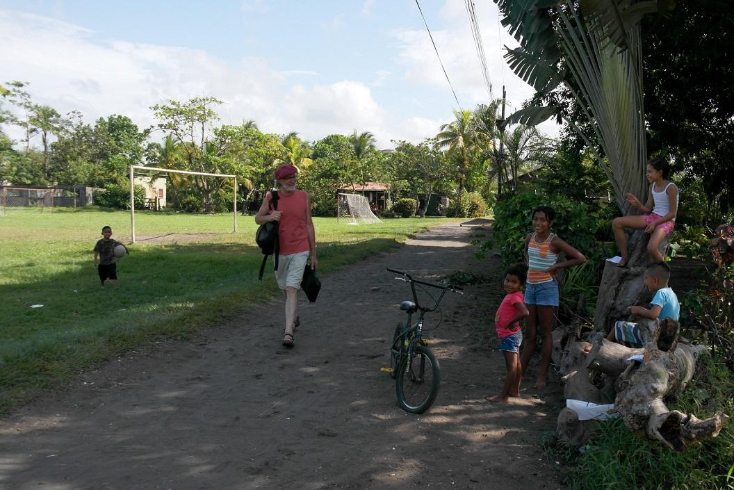 01 op weg naar ons ASTOP Save the Turtles of Parismina vrijwilligershuis SAM_5110